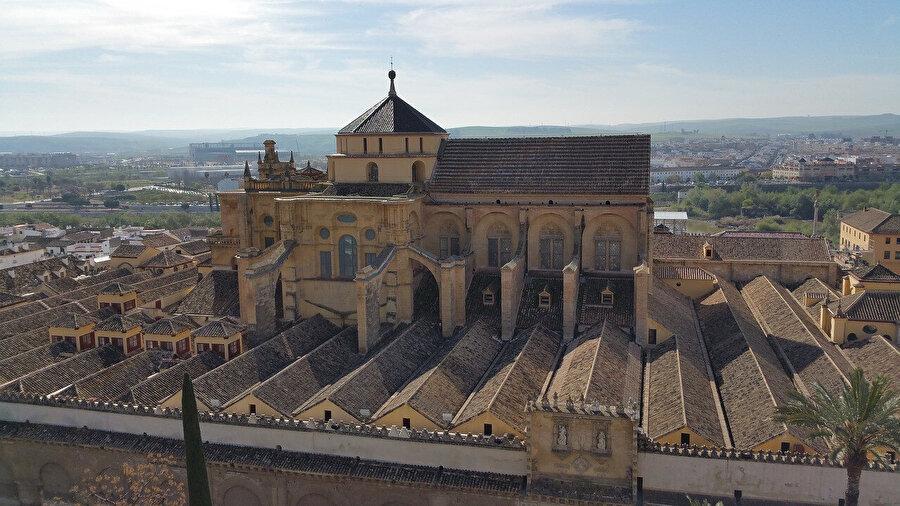 Katedrale çevrilen Kurtuba Camisi.