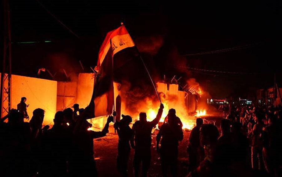 Irak'ın Necef kentindeki gösteriler sırasında İran Başkonsolosluğu binası ateşe verilmişti.