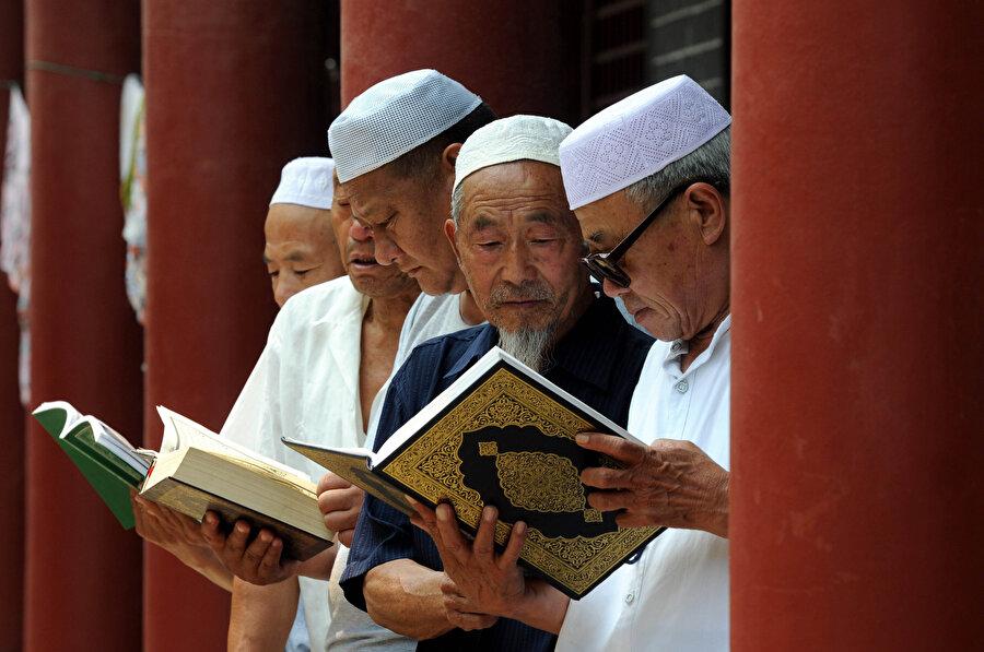 Çin, dini metinlerin resmi ideoloji doğrultusunda yeniden yorumlanması için çalışmalar yürütüyor.