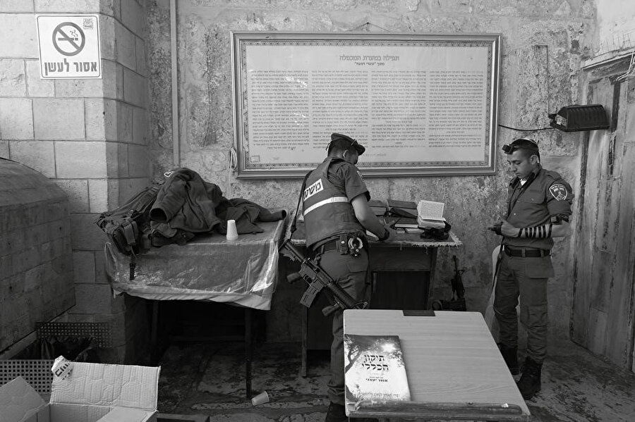 Yaklaşık 1000 İsrail askeri, şehir merkezindeki yerleşim bölgelerinde askeri üslere yerleştirildi.