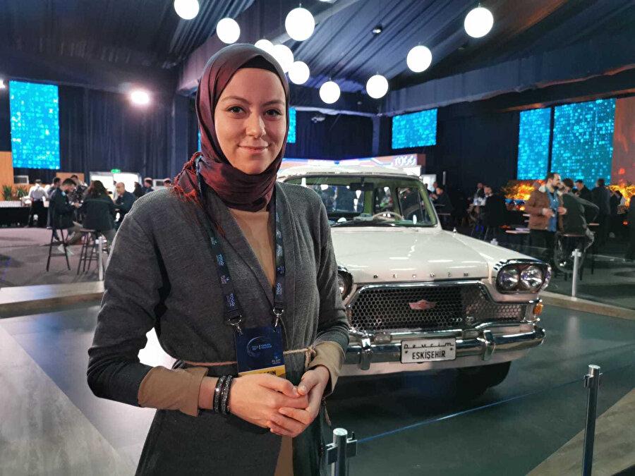 Türkiye'nin ilk yerli otomobili ile birlikte GZT'nin özel içerik editörü Ümmügülsüm Durmuş