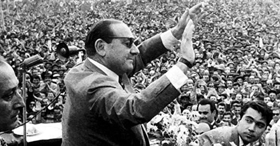 İlk olarak 1950'de seçim yapıldı. Demokrasi falan denildi.