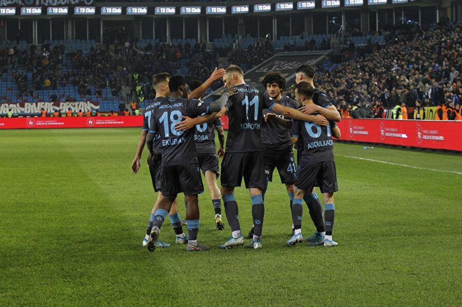 Trabzonspor ligin ilk yarısını 32 puanla tamamladı.