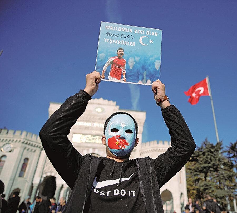 Mesut Özil'in Doğu Türkistan'a verdiği destek müslüman halklar tarafından çok önemsendi...