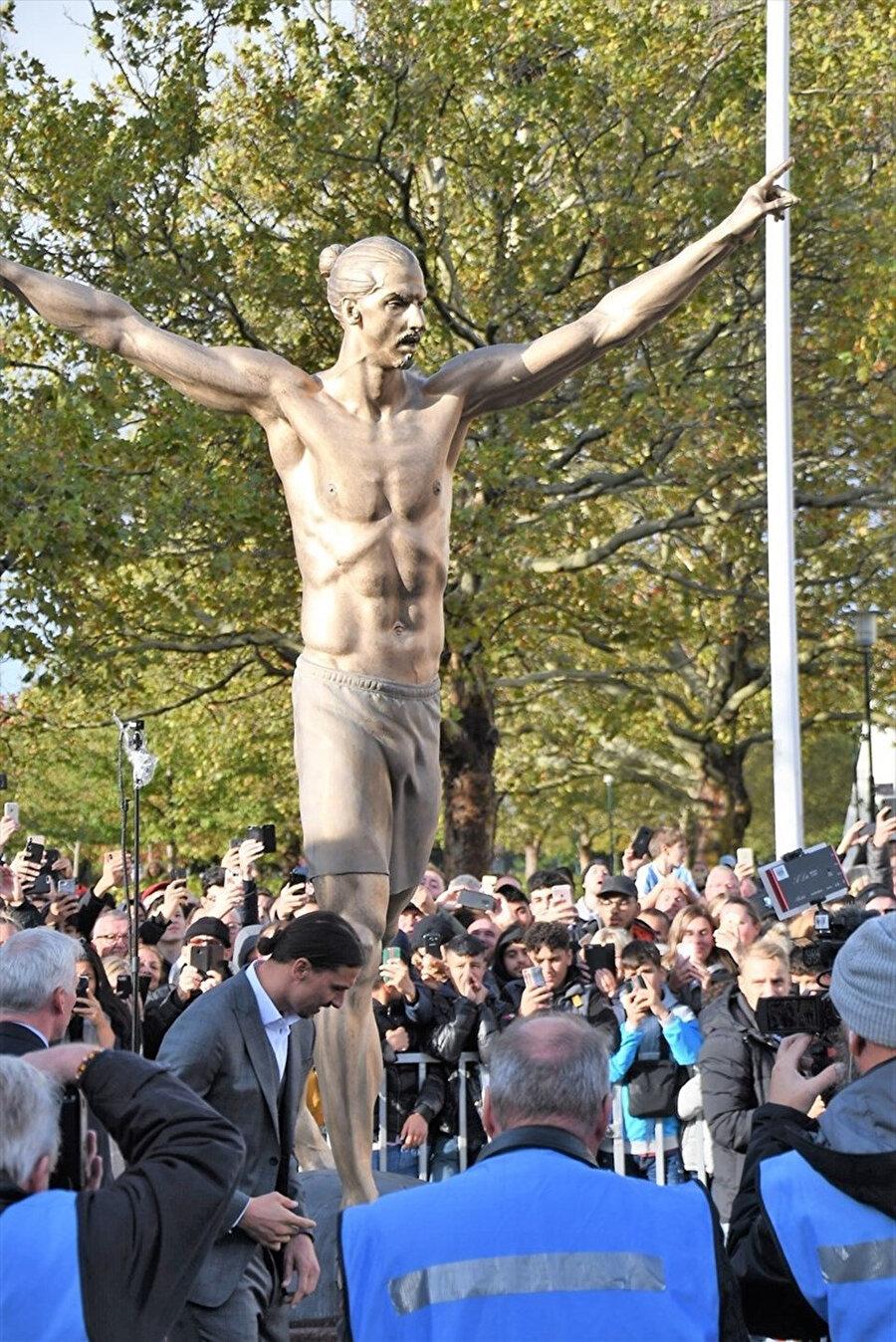 Zlatan'ın heykeli 9 Ekim'de açılmıştı.