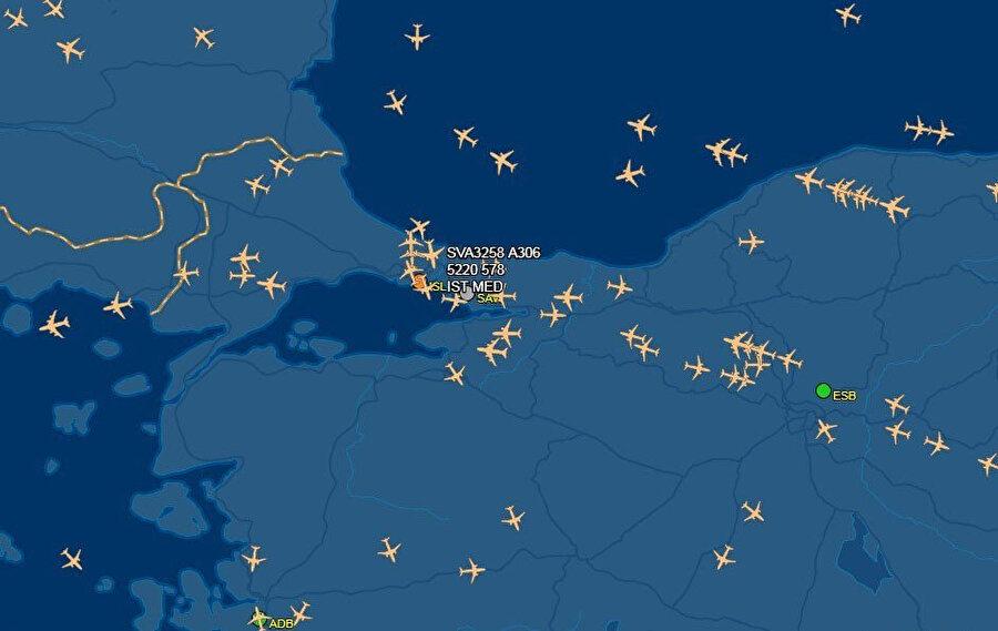 Uçakların inişten önce havada tur attığı görüldü