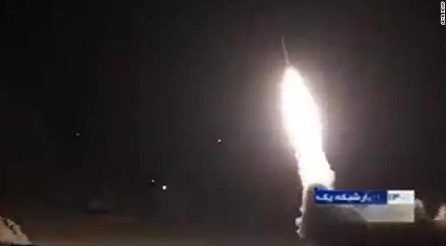 Ayn el-Esed Hava Üssü'nü hedef alan İran balistik füzeleri.