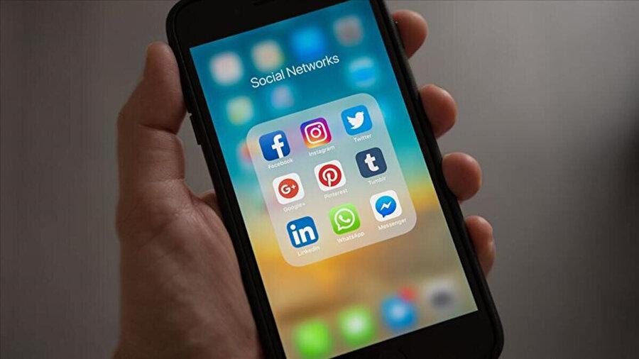 İnternet ve sosyal medya kullanımının artmasının toplumsal yapıyı etkilediği belirtildi.