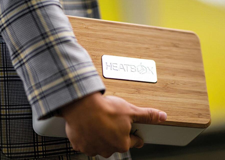 Akıllı beslenme kutusunda 18.000 mAh kapasitede bir batarya yer alıyor. Bu batarya da 'buharla ısıtma' görevinde enerji desteğini sağlıyor.