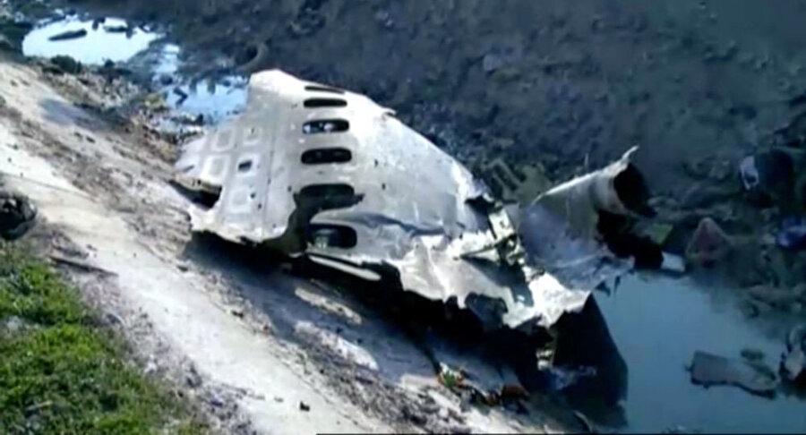 Uçağın yangında hasar gören iki kara kutusunda incelemeler sürüyor.