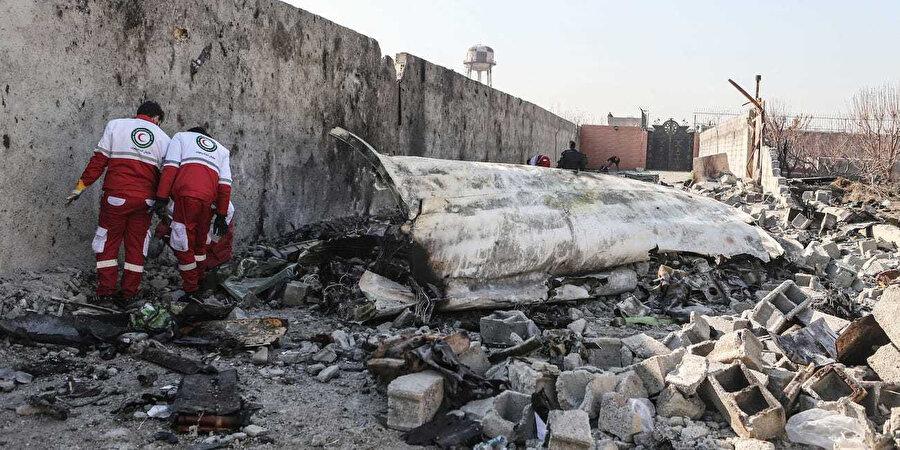 Uçağın düşme nedenleri arasında füze saldırısı, motor arızası ve terör saldırısı ihtimalleri üzerinde duruluyor.