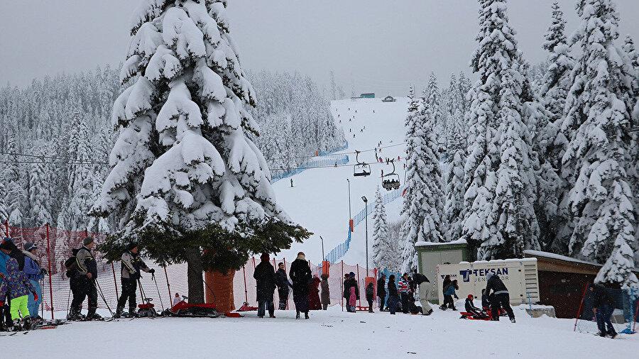 Ilgaz Dağı Kayak Merkezi'ni 2018'de 370 bin 596 kişi ziyaret etti, bu sayı geçen yıl ise 560 bine ulaştı.