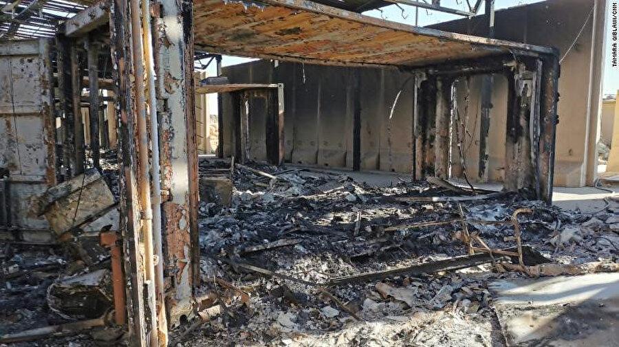ABD askerlerin tahliye edildiği Ayn el-Esed Hava Üssü'nde füzelerin isabet ettiği yaşam alanları.