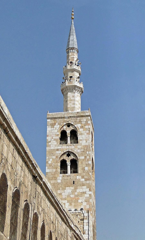 Caminin en yüksek minaresi olan İsa Minaresi.