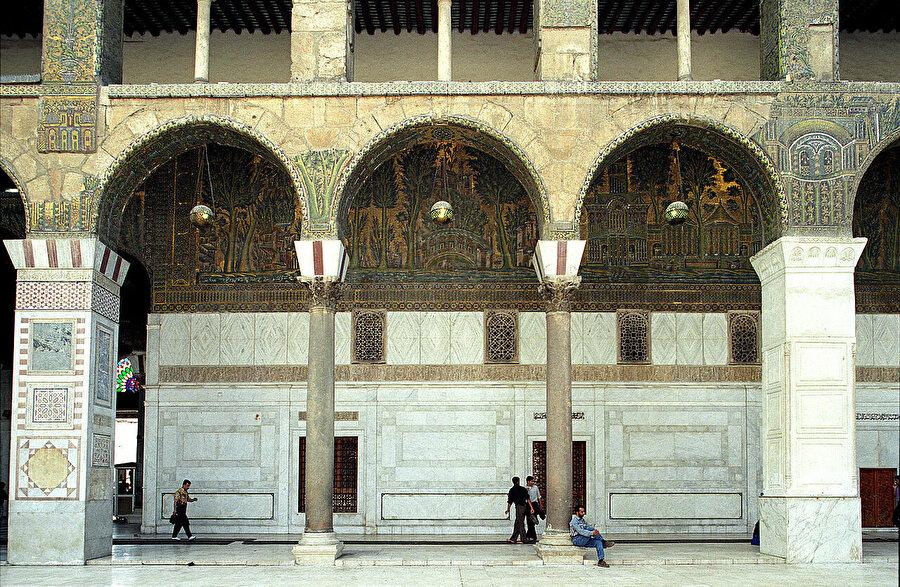 Emevî Halifesi Birinci Velid zamanından kalma mozaikler.