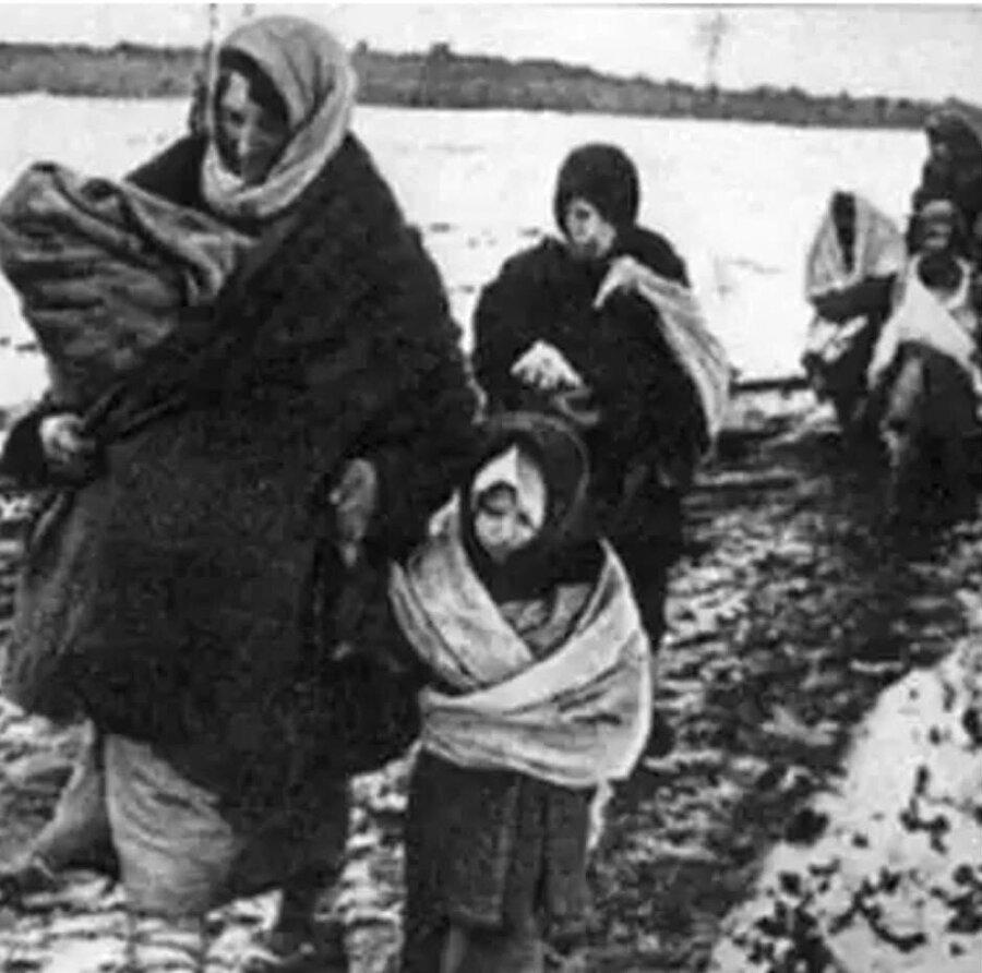 14 Kasım 1944'te vatansızlığa sürgün edilen Ahıska Türkleri.