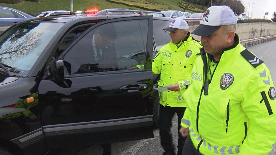 Polis ekipleri denetimlerde birçok sürücüye ceza kesti