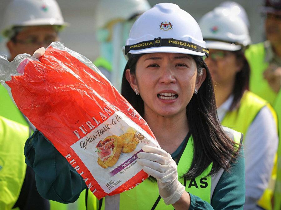Malezya Çevre Bakanı Yeo, kaçak çöplerin geldikleri ülkelere geri gönderildiğini açıkladı.