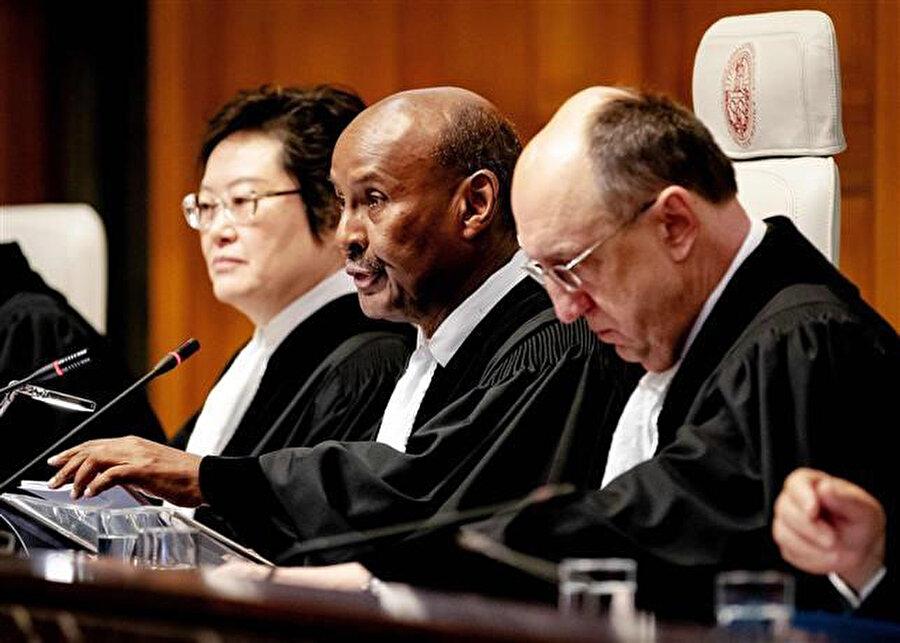 Uluslararası Adalet Divanı başkanı Ahmed Yusuf, Lahey'deki Uluslararası Adalet Divanı'nın kararını açıklarken.