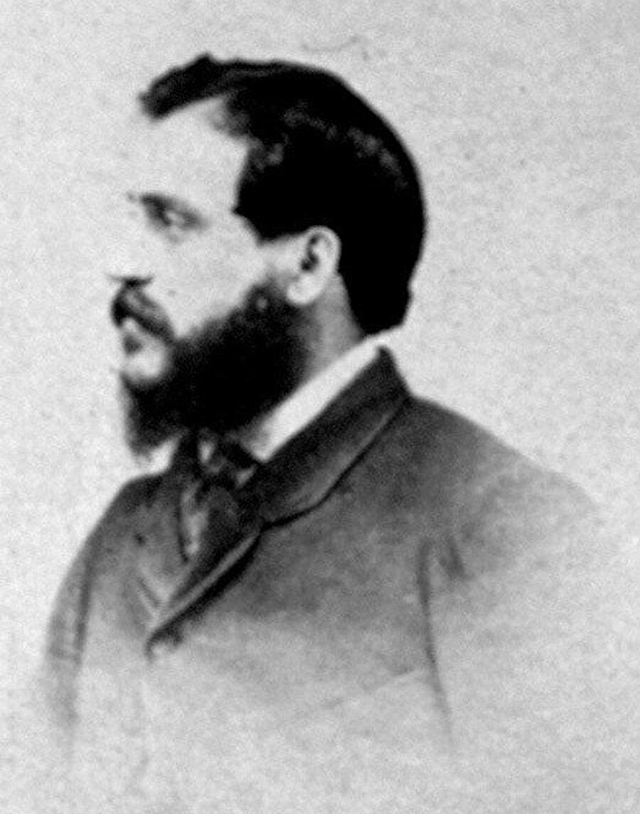 1856 yılında Robertson Kırım Savaşı'nın ünlü savaş yerlerini kaydetmesi için genç asistanı Felice Beato'yu Kırım'a gönderdi. Savaş fotoğrafçılığının başlangıcı kabul edilen Kırım Savaşı'nda çektiği fotoğraflar Beato'nun da kariyerinin düğüm noktasını teşkil etti.