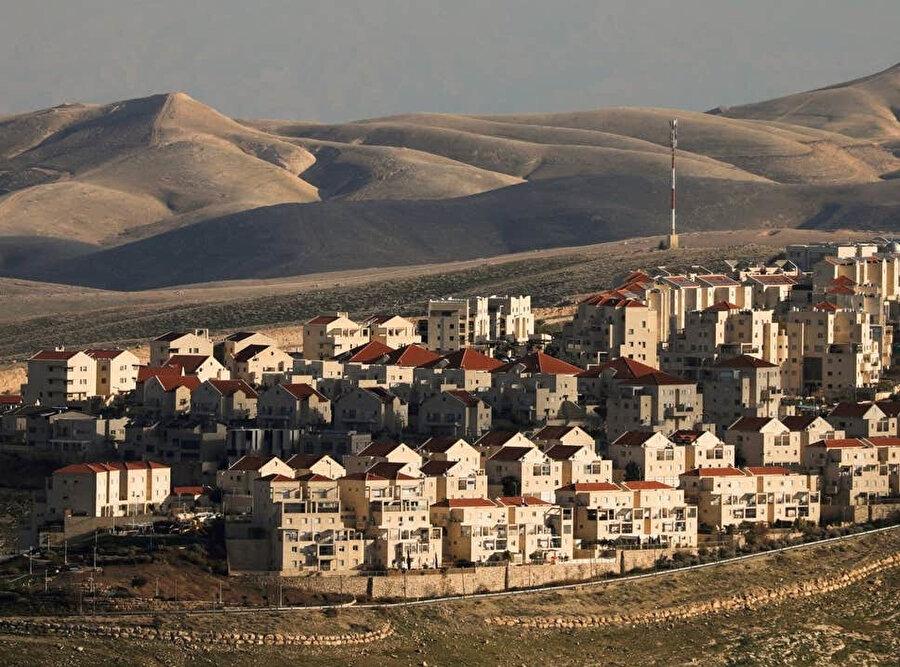 Batı Şeria'daki yasa dışı Yahudi yerleşim birimleri.