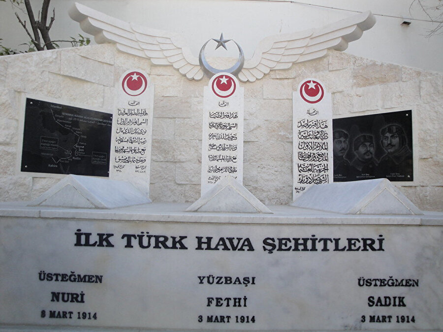 İlk Türk hava şehitlerinin kabirleri.