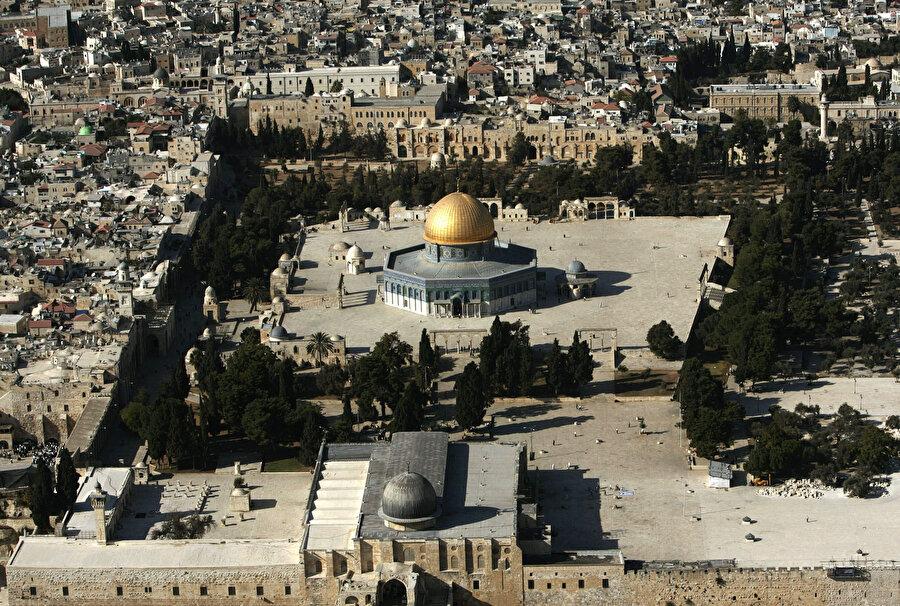 Plana göre, tüm dinlerin mensupları Harem-i Şerif'te / Mescid-i Aksa'da ibadet edebilecek.