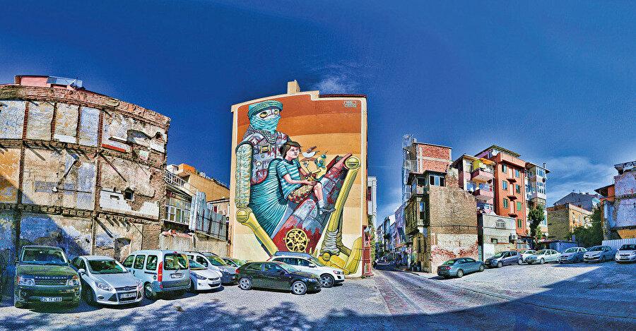 """Gözü en çok okşayan unsur binaların kenar cephelerindeki uluslararası sanatçıların yaptığı kocaman (""""mural"""") duvar resimler"""