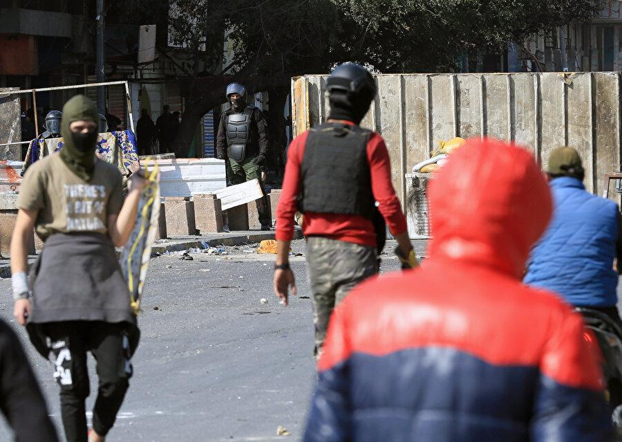 Babil'de de Sadr yanlısı grup kentteki göstericilerden alanları boşaltmalarını istedi.