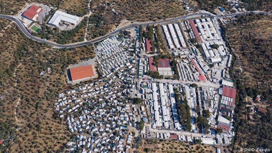 Moria Kampı'nın havadan görüntüsü.