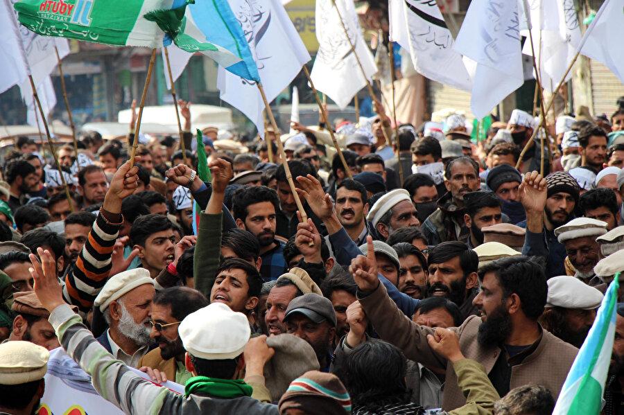 'Keşmir Dayanışma Günü' çerçevesinde, Hint yönetimi altında bulunan Keşmir halkıyla dayanışma gösteriliyor.