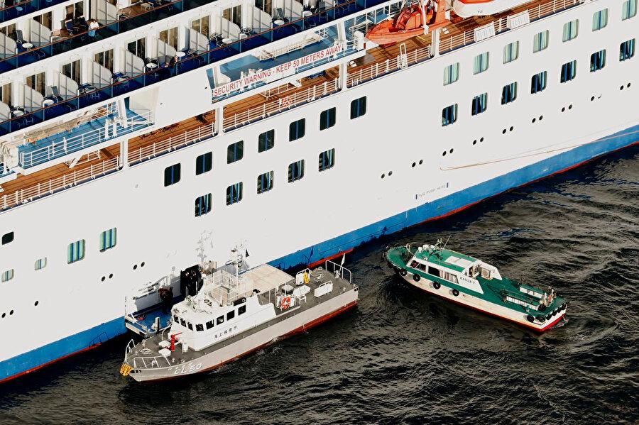 Gemide bulunan 3 bin 500 kişi üzerinde gerekli tıbbi muayeneler gerçekleştirildi.