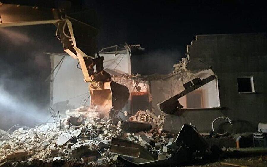 Filistinli tutuklu Ahmed Elkanba'nın Batı Şeria'nın Cenin kentindeki evi İsrail güçlerinin gözetiminde yıkıldı.