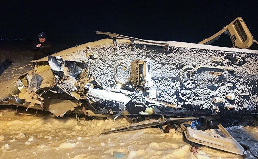 Düşen Vostok Trans'a ait Bell 406 tipi helikopterin enkazı