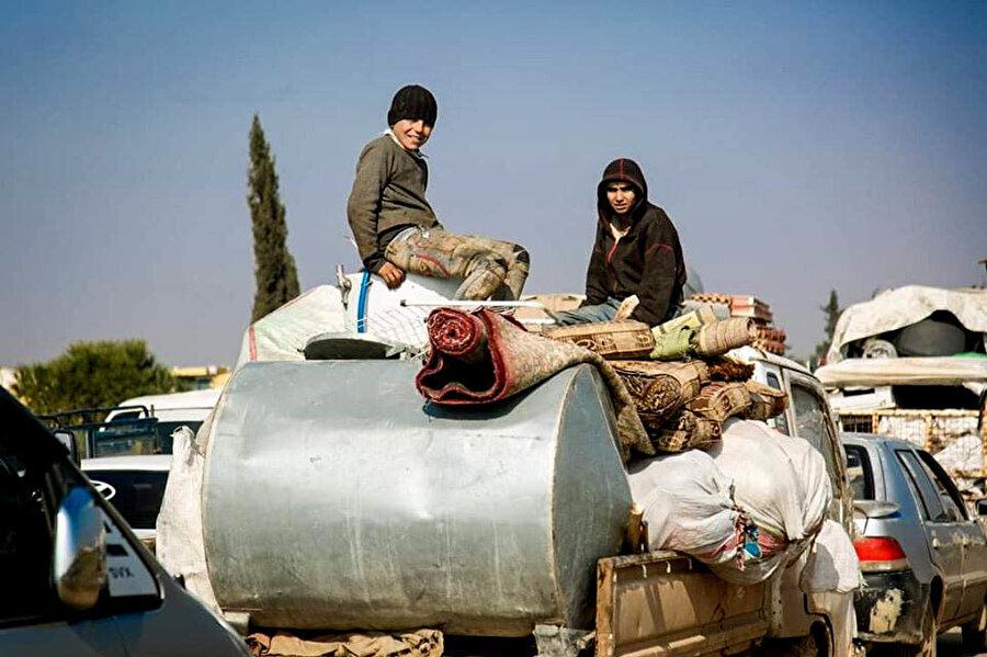 Güvenli bölgelere göç eden Suriyelilerin sayısı 1 milyona yaklaştı.