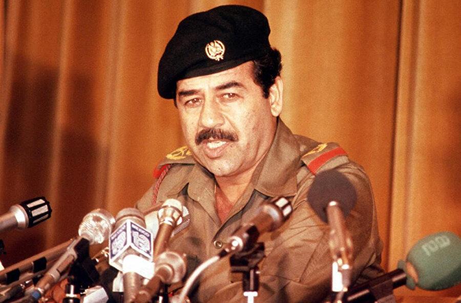 Saddam Hüseyin, Kara Kuvvetleri'nde Korgeneral rütbesiyle, 1980.
