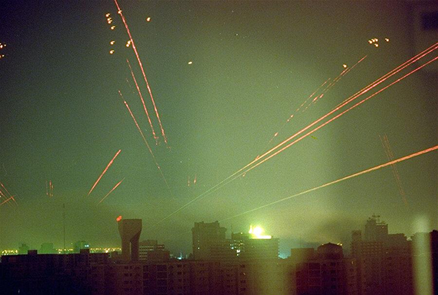 ABD Hava Kuvvetlerine ait uçaklar tarafından bombardımana tutulan Bağdat semaları.