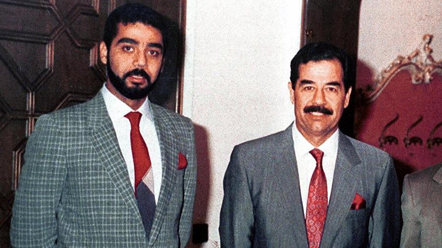 Saddam Hüseyin, oğlu Uday ile birlikte.