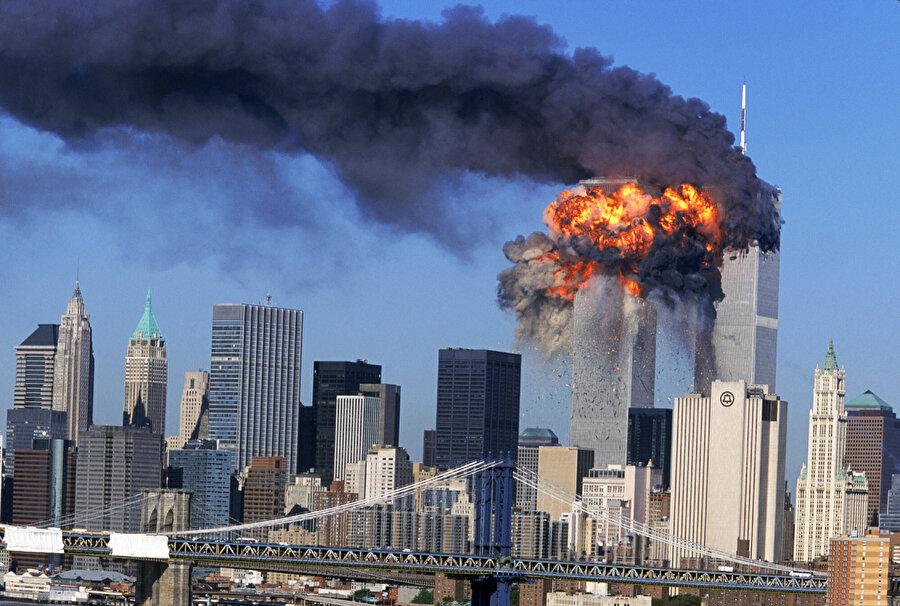11 Eylül 2001'de Dünya Ticaret Merkezi'ne yapılan saldırı.