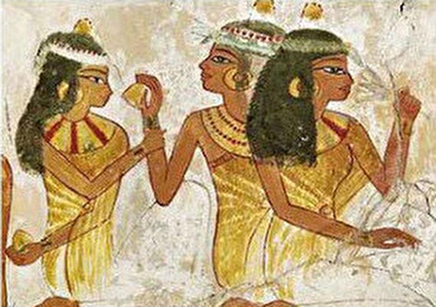 Mısır'da önemli kişiler, koklama ihtiyaçlarının giderilmesi için kokulu yağlarla birlikte gömülüyorlardı.