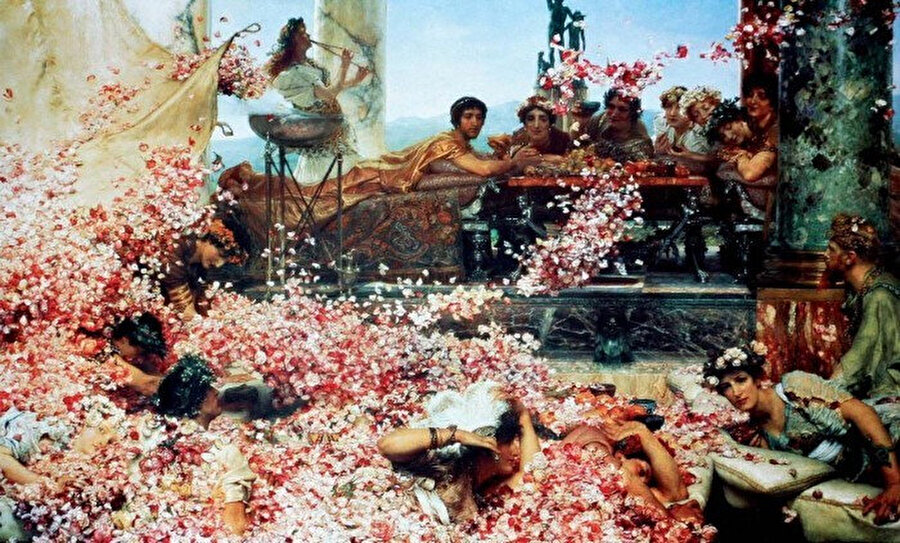 Yunanlılar parfümeri gelişiminde önemli bir rol oynamışlardır. Aromatik bitkileri ve reçineleri toplarlar ve yağda askıya alırlardı. Böylece cilde sürülebilen ilk parfümler üretilmiş oldu.