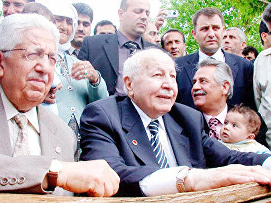Recai Kutan ve Necmettin Erbakan aynı karede görülüyor...