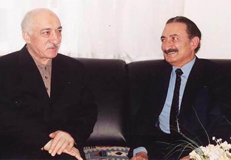 1958'de CHP'nin Beyoğlu Divan Otel'deki gençlik toplantısında tanışan Ecevit-Gülen ittifakı ölene dek sürer.