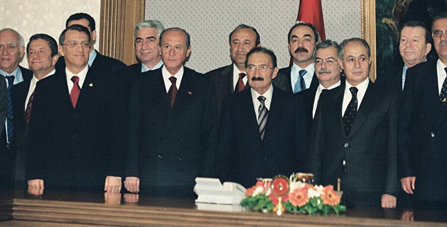 Cumhuriyet tarihinde bugüne kadar 20 koalisyon kuruldu. Tek başına çoğunluğu sağlayamayan partilerin uzlaşma çabalarının ilki 1961'de CHP-AP arasındaydı ve 7 ay sürdü. Son koalisyon 3.5 yıl süren DSP-MHP-ANAP ortaklığıydı.