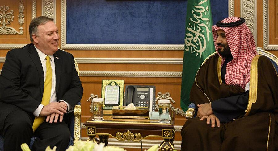 ABD Dışişleri Bakanı Mike Pompeo'nun Veliaht Prens Muhammed bin Selman ile geçen yıl Riyad'da gerçekleştirdiği bir görüşmeden.