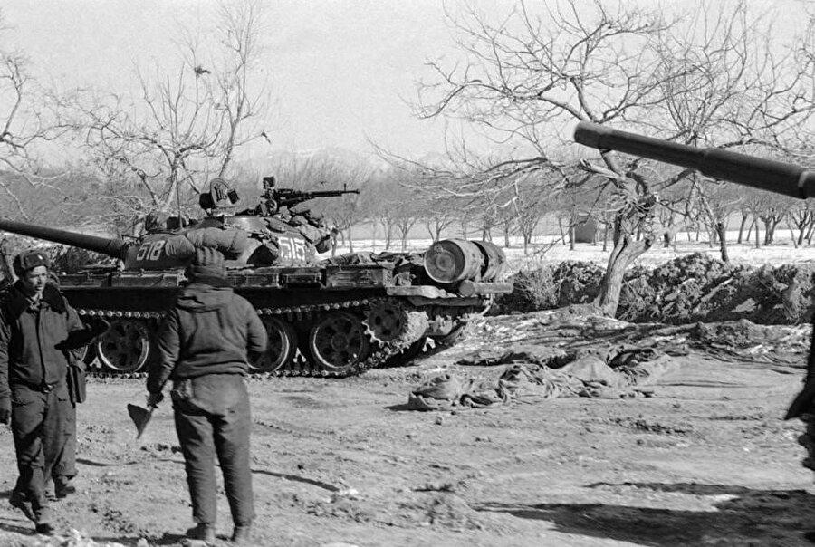 Başkent Kabil'de Sovyet tankları, Ocak 1980