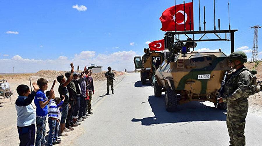 İdlib'de çocuklar Mehmetciğe büyük ilgi gösterdiler...