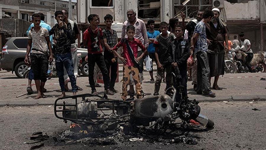 Yemen'de iç savaş sebebiyle bugüne kadar 100.000'nin üzerinde insan hayatını kaybetti.