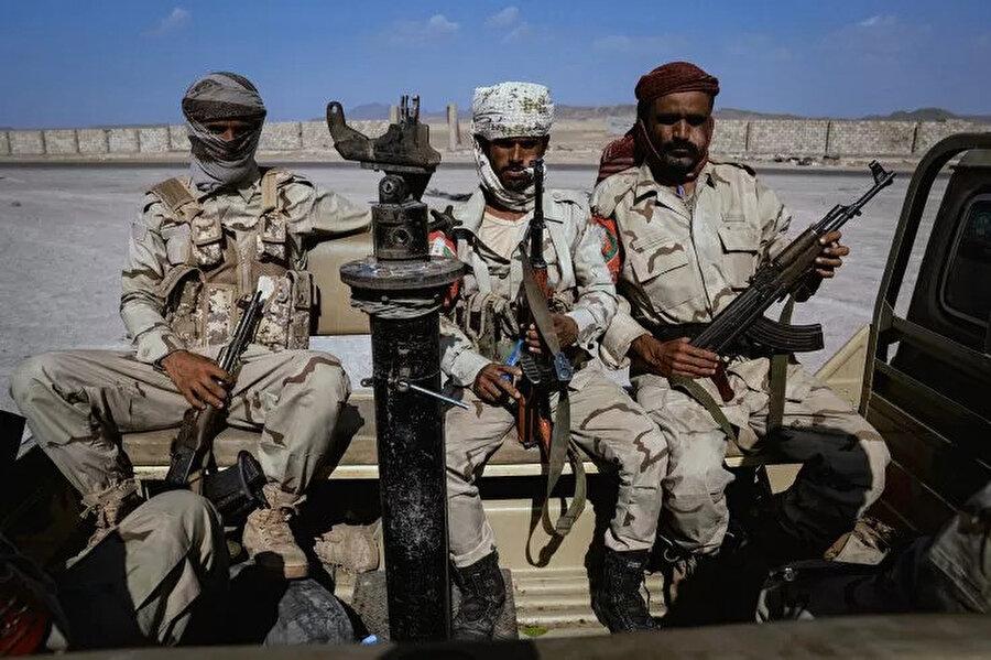Yemen'deki BAE destekli birlikler kontrol noktasında.