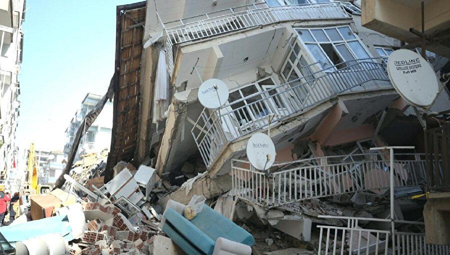 Depremlerden sonra fırsatçı ev sahipleri ev kiralarını yükseltiyor...